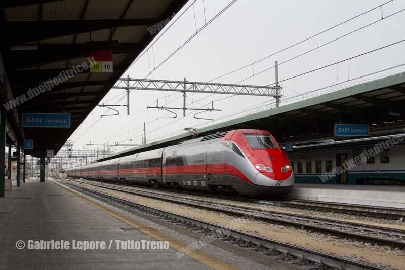 TI-ETR500_60_Frecciarossa-Bari_Centrale-2015-09-20-Lepore_Gabriele-IMG_5347-tuttoTRENO-wwwduegieditriceit