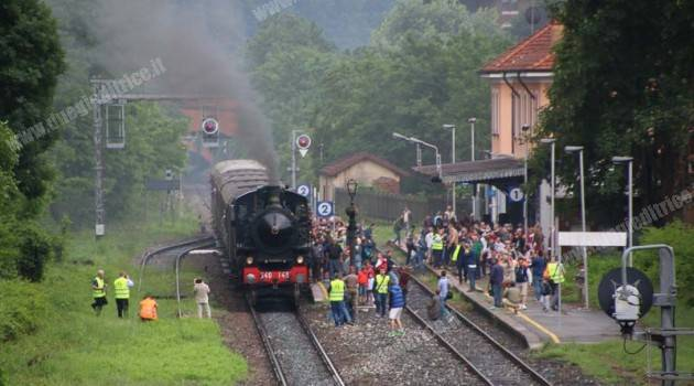 In treno a Varallo Sesia