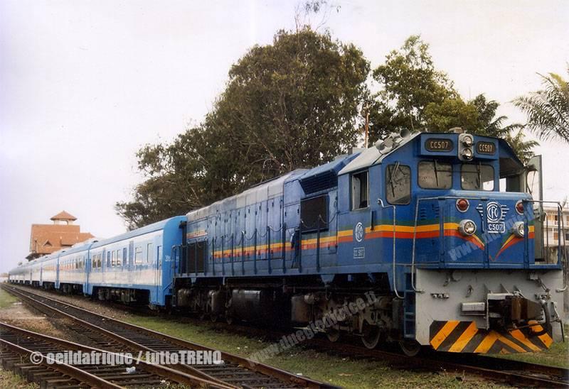 CCFO-CC507-trenopasseggeri-Brazzaville-oeildafrique_tuttoTRENO_wwwduegieditriceit