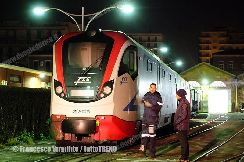 FCE-DMU001-ArrivoTrenoNewag-CataniaBorgo-Catania-2015-12-01-VirgillitoFrancesco-DSCF1252_tuttoTRENO_wwwduegieditriceit
