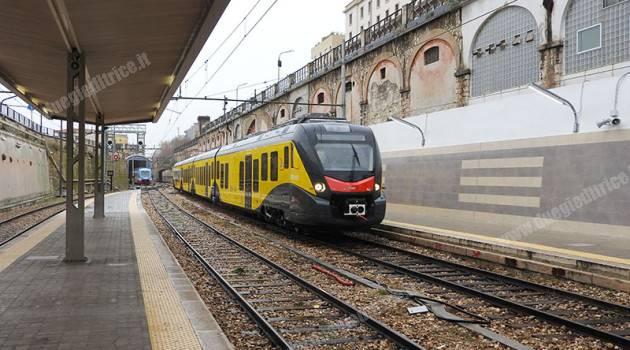 """Tre nuovi elettrotreni sulla linea Bari-Barletta, via aeroporto """"Karol Wojtyła"""""""