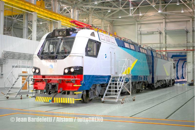 KTZ-KZ8A-locomotive-Astana-2012-12-18-BardelettiJean-Alstom_tuttoTRENO_wwwduegieditriceit