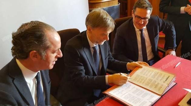 Una firma per il treno delle Dolomiti