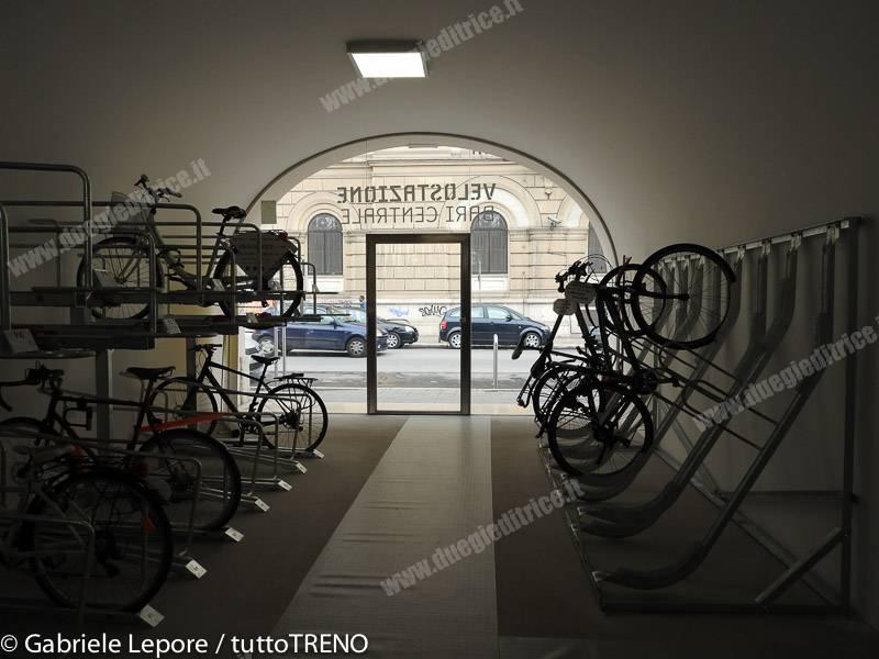 FAL-inaugurazione_velostazione_Bari_Centrale-2016-03-03-Lepore_Gabriele-DSCN0977
