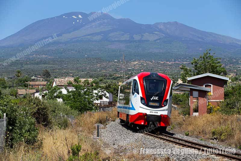 FCE-DMU-001A-001B-treno29CataniaRandazzo-Paterno'-2016-05-24-VirgillitoFrancesco-IMG_2481_1500-tuttoTRENO_wwwduegieditriceit