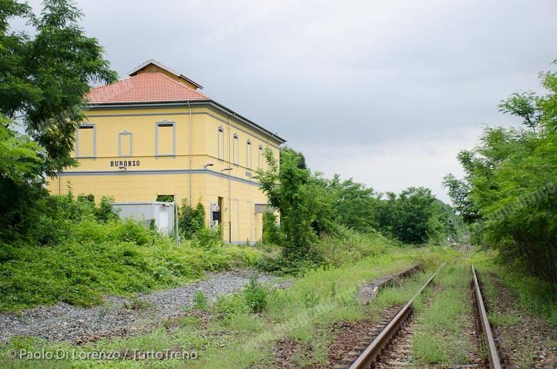 RFI-Binario_transito_vista_lato_Santhia_-Linea_Santhia__Arona-Bu