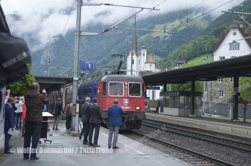 SBB-Re620_033-primo-treno-merci-che-ha-attreversato-la-galleria-di-base-del-Gottardo-Fluelen-2016-06-03-BonmartiniWalter-2