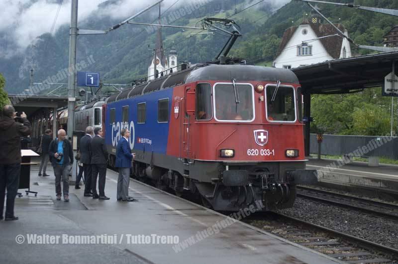 SBB-Re620_033-primo-treno-merci-che-ha-attreversato-la-galleria-di-base-del-Gottardo-Fluelen-2016-06-03-BonmartiniWalter-4
