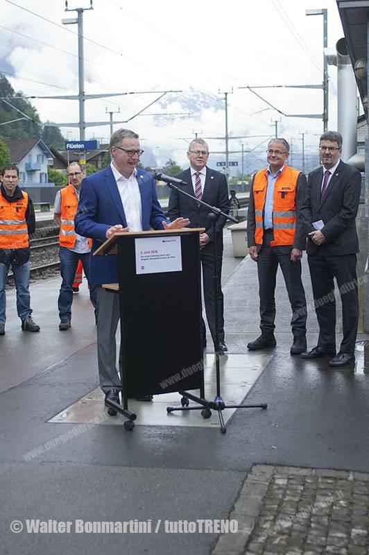SBB-primo-treno-merci-che-ha-attreversato-la-galleria-di-base-del-Gottardo-Fluelen-2016-06-03-BonmartiniWalter-3