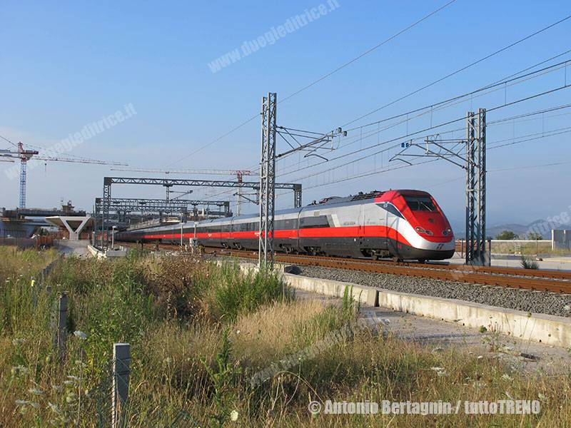 ETR500_49-FR9537MiNa-RFI-AfragolaAV-cantiere-2016-07-05-BertagninAntonio-042_tuttoTRENO_wwwduegieditriceit