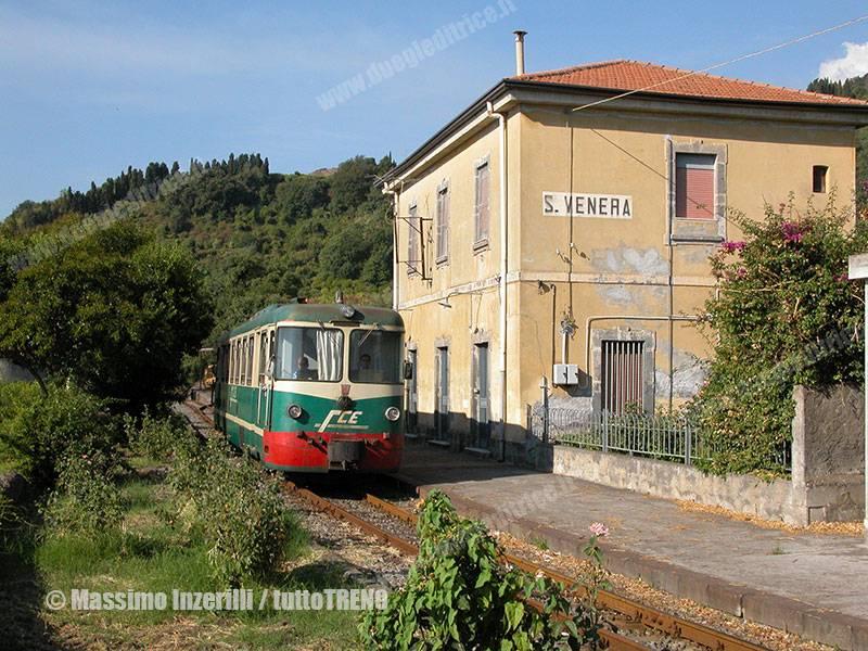 FCE-ADe16-treno8RipostoRandazzo-lineaCircumetnea-S.Venera-2008-09-01-InzerilliMassimo_tuttoTRENO_wwwduegieditriceit