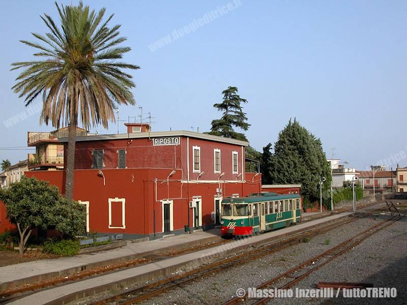 FCE-ADe17-Riposto-2011-09-02-InzerilliMassimo_tuttoTRENO_wwwduegieditriceit
