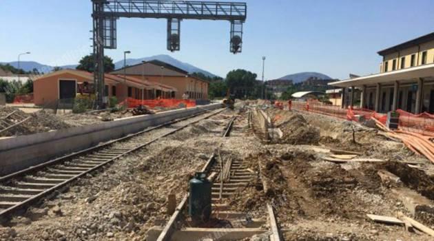 Cantieri al lavoro durante l'estate sulla linea ferroviaria Sulmona – L'Aquila
