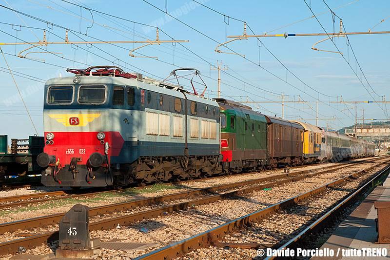 E656_023+D445_2002+DUz95013+CarroSoccorso+ETR302-InvioFalconaraVoghera-FalconaraMarittima-2016-08-17-PorcielloD