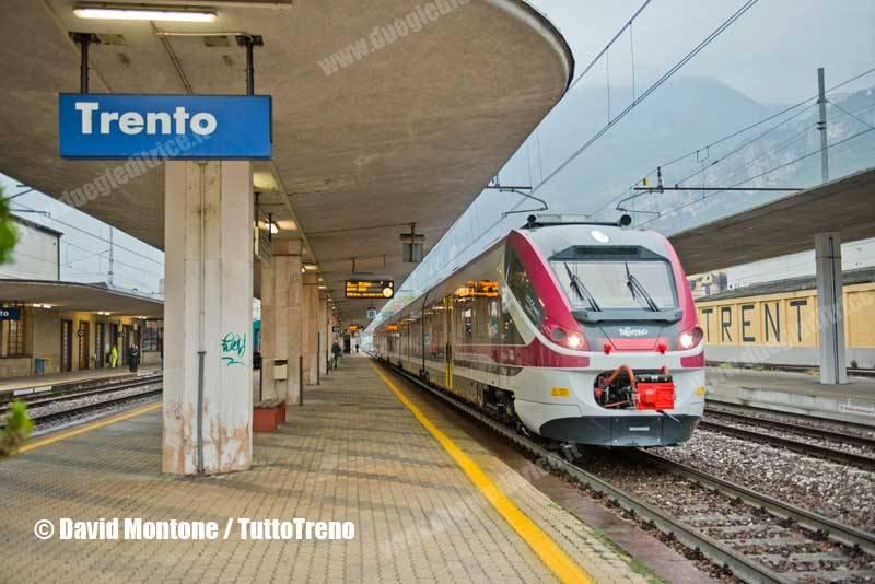 TT-ETR526_013-trenoR20912RoveretoBolzano-lineaTrentoBolzano-Trento-2016-10-14-MontoneDavid-DSC_1078_tuttoTRENO_wwwduegieditriceit
