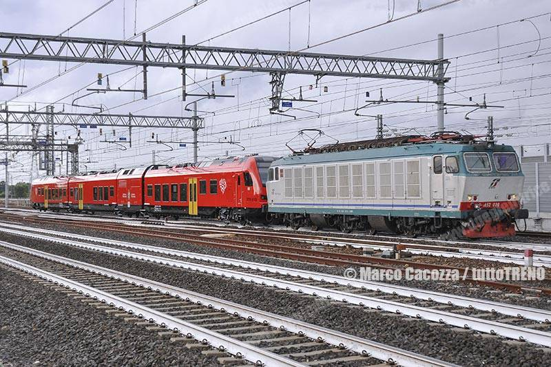 MIR-E652_020-ETR813_xxx-treno61465-PMLavino-2017-06-28-MarcoCacozza01_tuttoTRENO_wwwduegieditriceit
