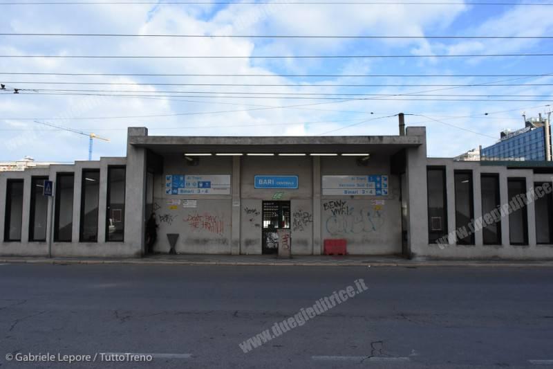 FS-stazione_Bari_Centrale-prospetto_posteriore-2018-01-21-Lepore_Gabriele-DSC_3650_tuttoTRENO_wwwduegieditriceit