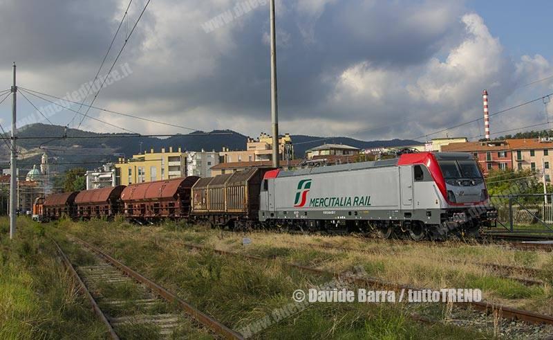 MIR-E494_001-ManovraInUscitaDaBombardier-VadoLigureZonaIndustriale-2018-09-05-DavideBarra_DSC6796_tuttoTRENO_wwwduegieditriceit