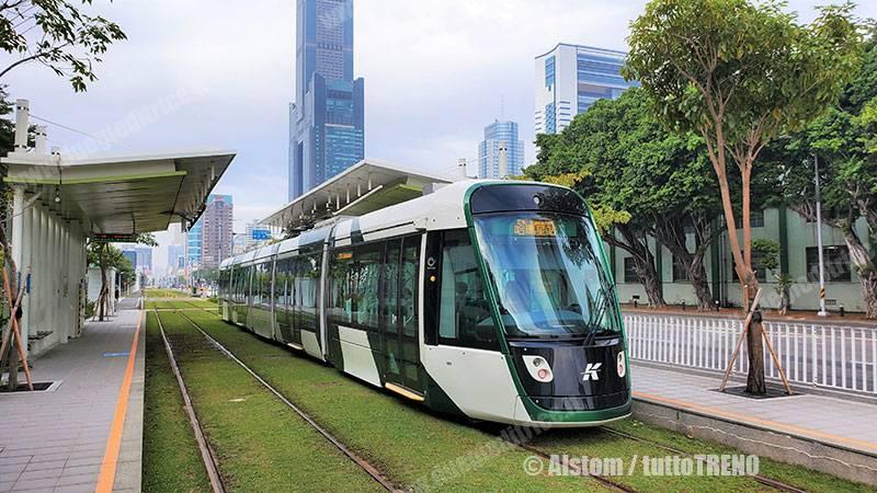 Circular_light_rail_line_Kaohsiung-Alstom_tuttoTRENO_wwwduegieditriceit